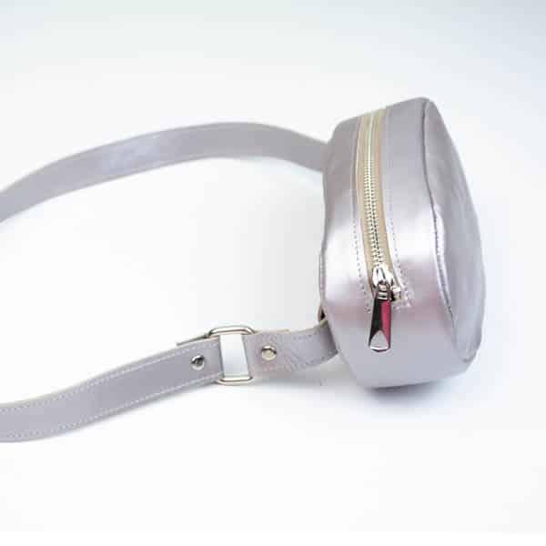 Δερμάτινο ασημένιο τσαντάκι μέσης Metallic silver